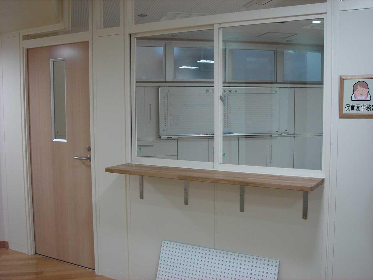 保育園事務室 調理室 屋内園庭 屋内園庭に設置されるフリークライミング ... 渋谷区議会議員